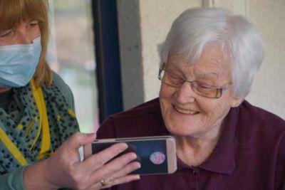 alternative maison retraite camera surveillance